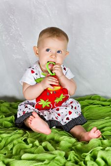 Free Baby Girl And The Strawberry S Dress Royalty Free Stock Photography - 26283917