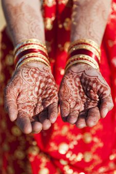 Free Henna Hands And Bangles. Royalty Free Stock Photos - 26283928