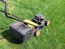 Free Lawn Mower Stock Photos - 26285743