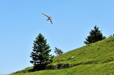 Free Gliding Flight Deltaplano Royalty Free Stock Image - 26298316