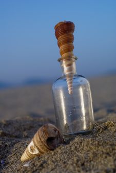 Free Shells And A Bottle Royalty Free Stock Image - 2635116