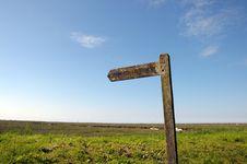 Free Signpost On North Norfolk Coastal Path Royalty Free Stock Photography - 26305997