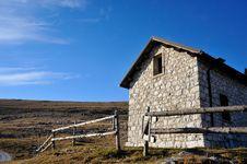 Free Cabin In The Mountain Stock Photos - 26310043