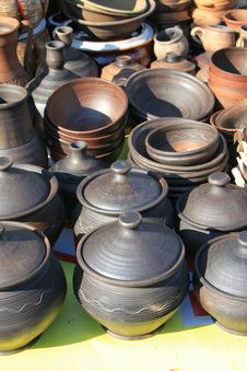 Free Earthenware In The Market Royalty Free Stock Photos - 26345038