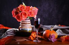 Free Autumn Arrangement Royalty Free Stock Images - 26345039