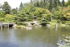 Free Picturesque Japanese Garden Royalty Free Stock Photography - 26345267