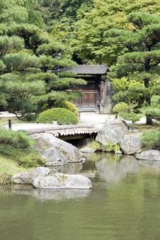 Free Japanese Garden With A Traditional Gate Royalty Free Stock Photos - 26345468