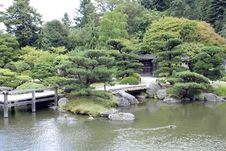 Free Japanese Garden With A Traditional Gate Royalty Free Stock Photography - 26349387