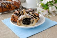 Free Roll With Poppy Seeds Stock Photos - 26353253