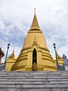 Free Golden Pagoda Royalty Free Stock Images - 26384599