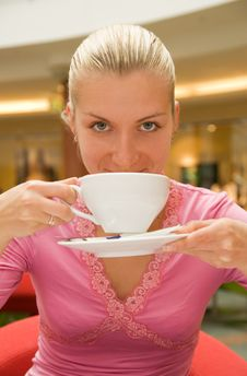 Free Girl Drinking Coffee Royalty Free Stock Photography - 2640357