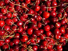 Free Sweet Cherries1 Royalty Free Stock Photos - 2640778