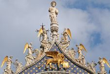 Free Statue Of San Marco Basilic Royalty Free Stock Photo - 2647615