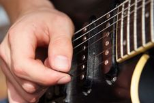 Free Playing Guitar Royalty Free Stock Photos - 2649348