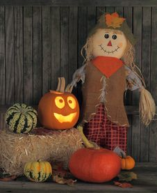 Free Jack-o-lantern And Straw Doll Royalty Free Stock Photo - 26428155