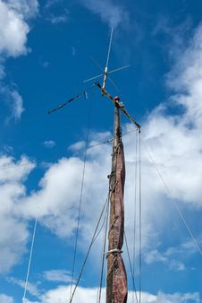 Free Foresail, Jib, And Wooden Mast Of A Sailing Yacht Royalty Free Stock Photo - 26443385