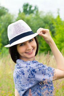 Free Laughing Girl In Straw Hat Royalty Free Stock Images - 26453899