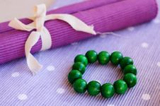 Free Green Wooden Bracelet Royalty Free Stock Photography - 26470747