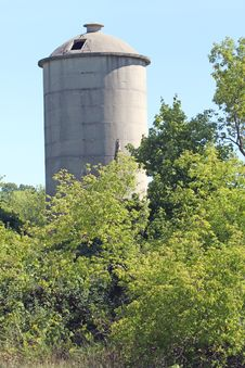 Free Old, Lonely Silo Royalty Free Stock Photo - 26471885