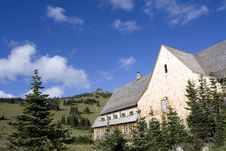Free Mountain Villa Royalty Free Stock Photography - 26482907