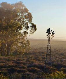 Free Windmill Water Pump Royalty Free Stock Image - 26496226