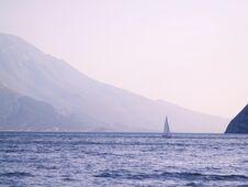Free Sailing On Lago Di Garda Royalty Free Stock Photos - 26510828