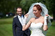 Free Bride And Groom On Walk Stock Photography - 26520692