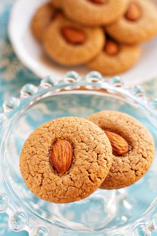 Free Two Almond Whole Wheat Cookies Royalty Free Stock Photography - 26554417