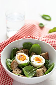 Free Salad With Eggs, Spinach And Rye Bread Stock Photography - 26554512