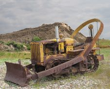 Free Old Rusted Bulldozer Tractor With Blade Stock Images - 26564474