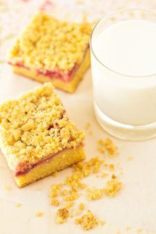 Free Strawberry Crumb Cake Stock Image - 26569631