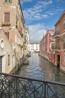 Free View Of The Water Channel In The Venice Royalty Free Stock Image - 26576016
