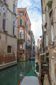 Free View Of The Water Channel In The Venice Stock Photo - 26576050