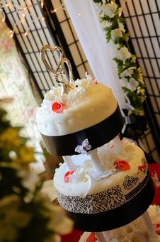 3 Tier Wedding Cake With Flowers Royalty Free Stock Photography