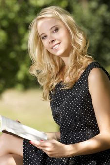 Free Young Woman Reading Book Royalty Free Stock Photography - 26588717