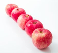 Free Line Of Red Apples Royalty Free Stock Photography - 26589387