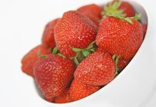 Free Bowl Of Strawberries Royalty Free Stock Images - 2667649