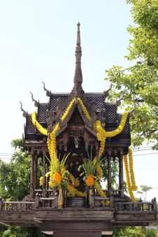 Free Thai Wooden Spirit House Stock Photography - 26610672