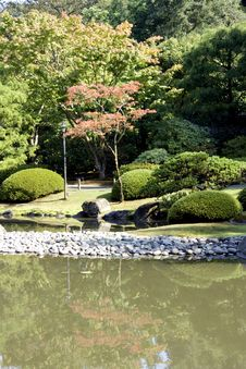 Free Picturesque Japanese Garden With Pond Stock Photography - 26613902