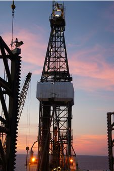 Free Jack Up Drilling Rig &x28;Oil Rig&x29; At Twilight Time Royalty Free Stock Image - 26631026