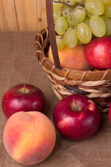 Free Autumn Fruits Royalty Free Stock Photos - 26634988