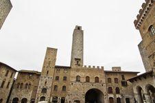 Free Piazza Del Duomo Royalty Free Stock Photos - 26652968