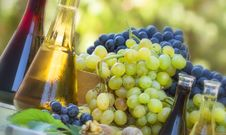Free Red And Green Grapes With Wine Stock Photos - 26691293