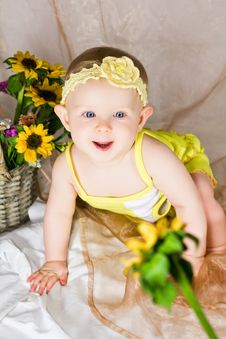Free Baby Reaching The Flower Royalty Free Stock Photography - 26691807