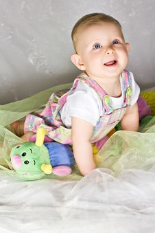 Free Crawling Baby Girl And Her Toy Stock Images - 26692194