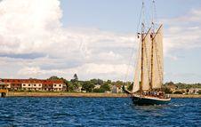 Free Approaching Sailboat Stock Photo - 2679410