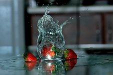 Free Strawberry And Water Spray Royalty Free Stock Image - 2679806