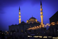 Free Evening Mosque In Istanbul Royalty Free Stock Photos - 26716738