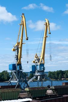 Free Cranes In The Port Royalty Free Stock Image - 26718166