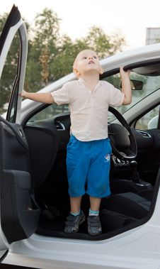 Free Small Boy Standing In A Car Door Royalty Free Stock Photos - 26718558